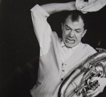 """""""Der Orchesterdiener""""  Auf dem Photo: Udo Zepezauer"""